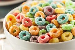 Lazos del cereal de la fruta de Coloful Foto de archivo