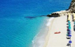 Lazurowa błękitne wody Tropea i głęboko ciepły denny Włochy Obrazy Royalty Free