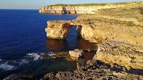 Lazurowy okno, Gozo Malta - trutnia materiał filmowy zdjęcie wideo