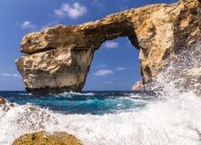 Lazurowy okno na Gozo, załamującym się w Marzec 2017 Zdjęcia Royalty Free