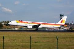 Lberia flygplanlandning royaltyfri bild