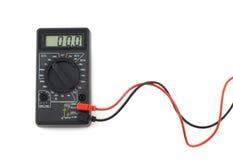 Το ψηφιακό πολύμετρο με τα κόκκινα και μαύρα καλώδια παρουσιάζει μηδέν στην επίδειξη LCD Στοκ φωτογραφία με δικαίωμα ελεύθερης χρήσης