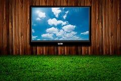 LCD vertoning die bewolkte hemel toont Stock Foto's