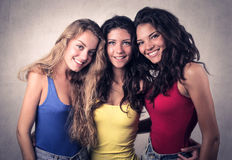Lächeln mit drei Freunden Stockfotografie