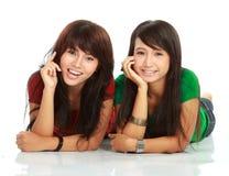 Lächeln mit zwei Mädchen Lizenzfreies Stockbild