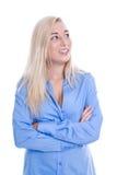 Lächelnde Junge blonde und lokalisierte Geschäftsfrau im blauen Schauen Stockfotografie