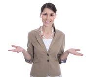 Lächelnde lokalisierte Geschäftsfrau, die mit ihren Händen gestikuliert. Lizenzfreies Stockfoto