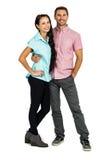 Lächelnde Paare, die für Kamera aufwerfen Lizenzfreies Stockbild