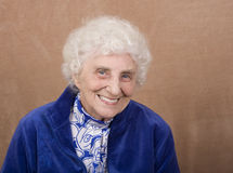 Lächelnder Blau gemusterter Älterer Lizenzfreie Stockfotos
