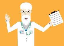 Lächelnder Doktor mit Checkliste stellt o.k. dar Stockbilder