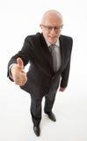 Lächelnder Geschäftsmann, der sich Daumen zeigt Lizenzfreies Stockfoto
