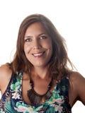 Lächelnder schöner Brunette in der Sommerausstattung Lizenzfreie Stockfotografie