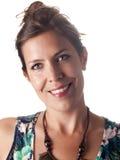 Lächelnder schöner Brunette im Sommer statten das Betrachten Sie aus Stockfotos
