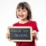 Lächelnder schöner Vorschüler, der ungefähr kühles zurück zu Schule informiert Stockbilder