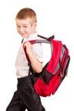 Lächelnder Student mit dem schweren Rucksack lokalisiert auf Weiß Stockbilder