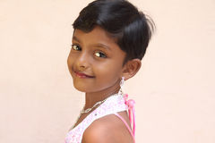 Lächelndes indisches kleines Mädchen Stockfotos