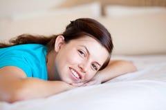 Lächelndes jugendlich Mädchen Stockbild