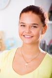 Lächelndes Jugendlichmädchen Lizenzfreies Stockbild