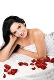 Lächelnfrau an der Badekurortrücksortierung Lizenzfreies Stockbild