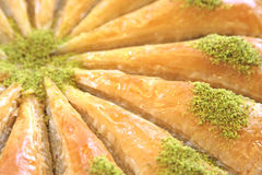 Läcker turkisk sötsak, baklava med gröna pistaschmuttrar Royaltyfri Bild