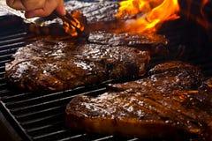 läckra steaks för grillfest Arkivbilder