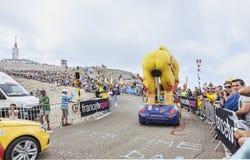 LCL在Mont Ventoux -环法自行车赛的骑自行车者吉祥人2013年 库存图片