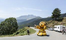 LCL-Caravan in de Bergen van de Pyreneeën - Ronde van Frankrijk 2015 Stock Fotografie