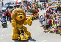 LCL Lion Mascot in Alpen - Ronde van Frankrijk 2015 Stock Foto