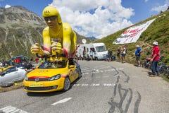 LCL-Voertuig in Alpen - Ronde van Frankrijk 2015 Stock Foto's
