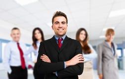 Líder na frente de sua equipe Foto de Stock