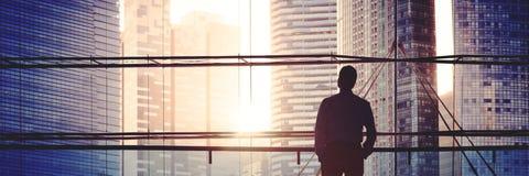 Líder Thinking Concept del hombre de negocios de Scape de la ciudad Fotos de archivo