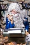 äldre författare Arkivfoton