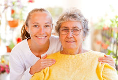 Äldre hem- omsorg Arkivbilder