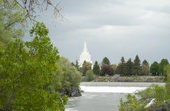 LDS寺庙在爱达荷在绿色地带附近落 免版税库存照片