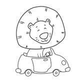 Leão bonito dos desenhos animados que conduz um carro Imagens de Stock