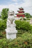 Leão chinês do guardião e pagode japonês Zen Garden Imagem de Stock