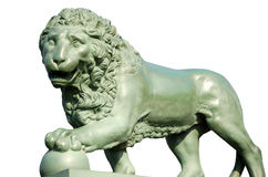 Leão de bronze em um fundo branco Imagem de Stock