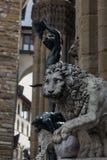 Leão de Florença no dei Lanzi da loggia imagens de stock
