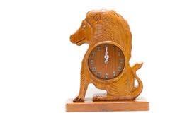 Leão de madeira antigo isolado sobre o branco Imagem de Stock Royalty Free