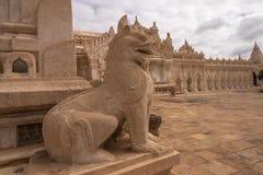 Leão de pedra no pagode de Ananda, Bagan, Myanmar Foto de Stock