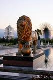 Leão de Sculptura no parque da independência foto de stock royalty free