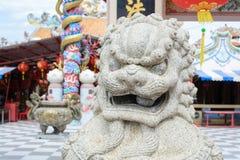 Leão imperial chinês, pedra do leão do guardião, estilo chinês no qui Imagem de Stock
