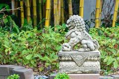 Leão imperial chinês, pedra do leão do guardião, estilo chinês no qui Fotos de Stock