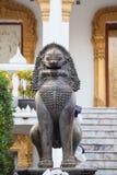 Leão no templo tailandês Imagens de Stock