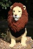 Leão observador do lego fotos de stock