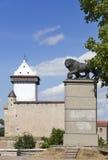 Leão sueco do monumento em Narva, Estônia imagem de stock