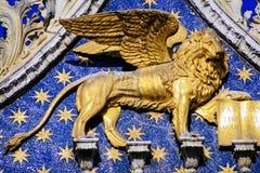 Leão voado em marcas do St, Veneza Fotografia de Stock Royalty Free