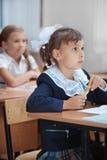 Leçon dans l'école primaire. Photo libre de droits