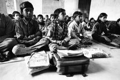 Leçon de Hindi, Riga, Inde photo libre de droits