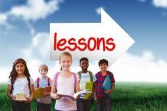Leçons contre le ciel bleu au-dessus du champ vert Image stock